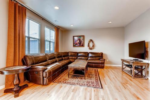 5691 Dunraven Golden CO 80403-large-012-26-Family Room-1500x1000-72dpi