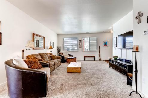 5763 Devils Head Ct Golden CO-large-005-2-Living Room-1500x1000-72dpi
