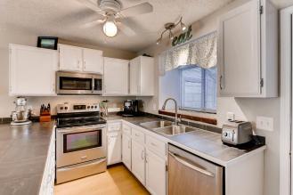 3062 W 107th Place G-large-005-4-Kitchen-1500x1000-72dpi