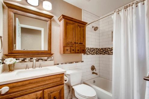 7094 Pike Ct Arvada CO 80007-large-017-19-2nd Floor Bathroom-1500x1000-72dpi