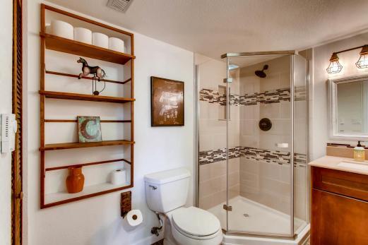7094 Pike Ct Arvada CO 80007-large-023-6-Lower Level Bathroom-1500x1000-72dpi