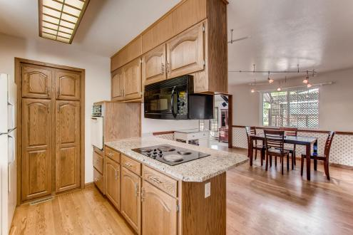 11941 WEST 60TH AVENUE Arvada-large-010-28-Kitchen-1500x1000-72dpi
